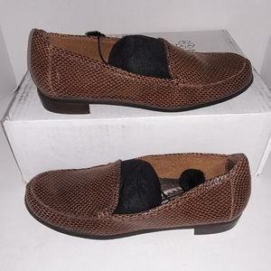 Trotters brown leather snake print loafers - used